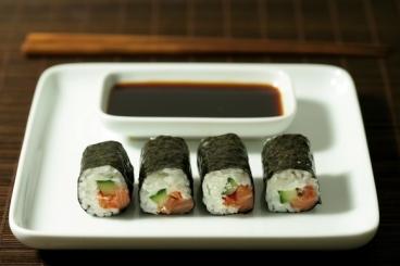 Recette de maki de saumon, chèvre frais à la tomate confite et citron ...