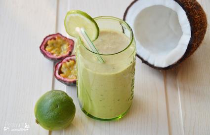 Recette de smoothie exotique banane, lait de coco, fruits de la ...