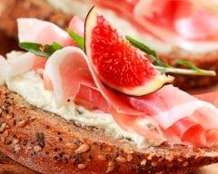 Recette tartines aux figues, jambon cru et fromage frais