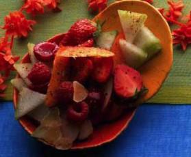Salade de fruits d'été au tchaï pour 4 personnes