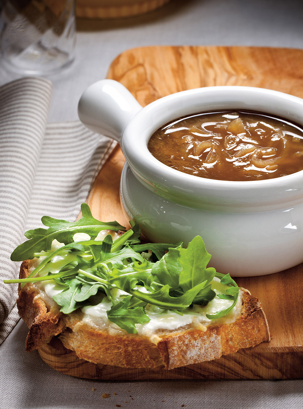 Soupe à l'oignon allégée et croûtons de fromage frais | ricardo