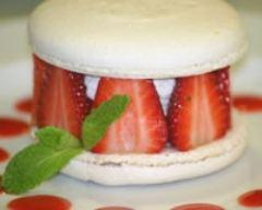 Recette macarons à l'amande fourrés aux fraises