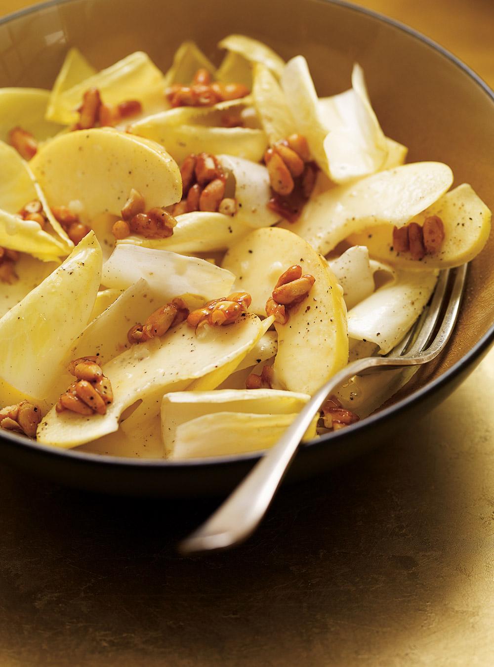 Salade d'endives, de pomme et de noix de pin caramélisées au miel ...
