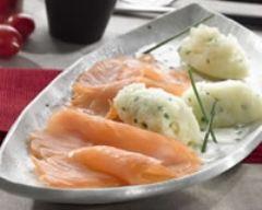 Recette emietté de pommes de terre à la ciboulette, saumon au ...
