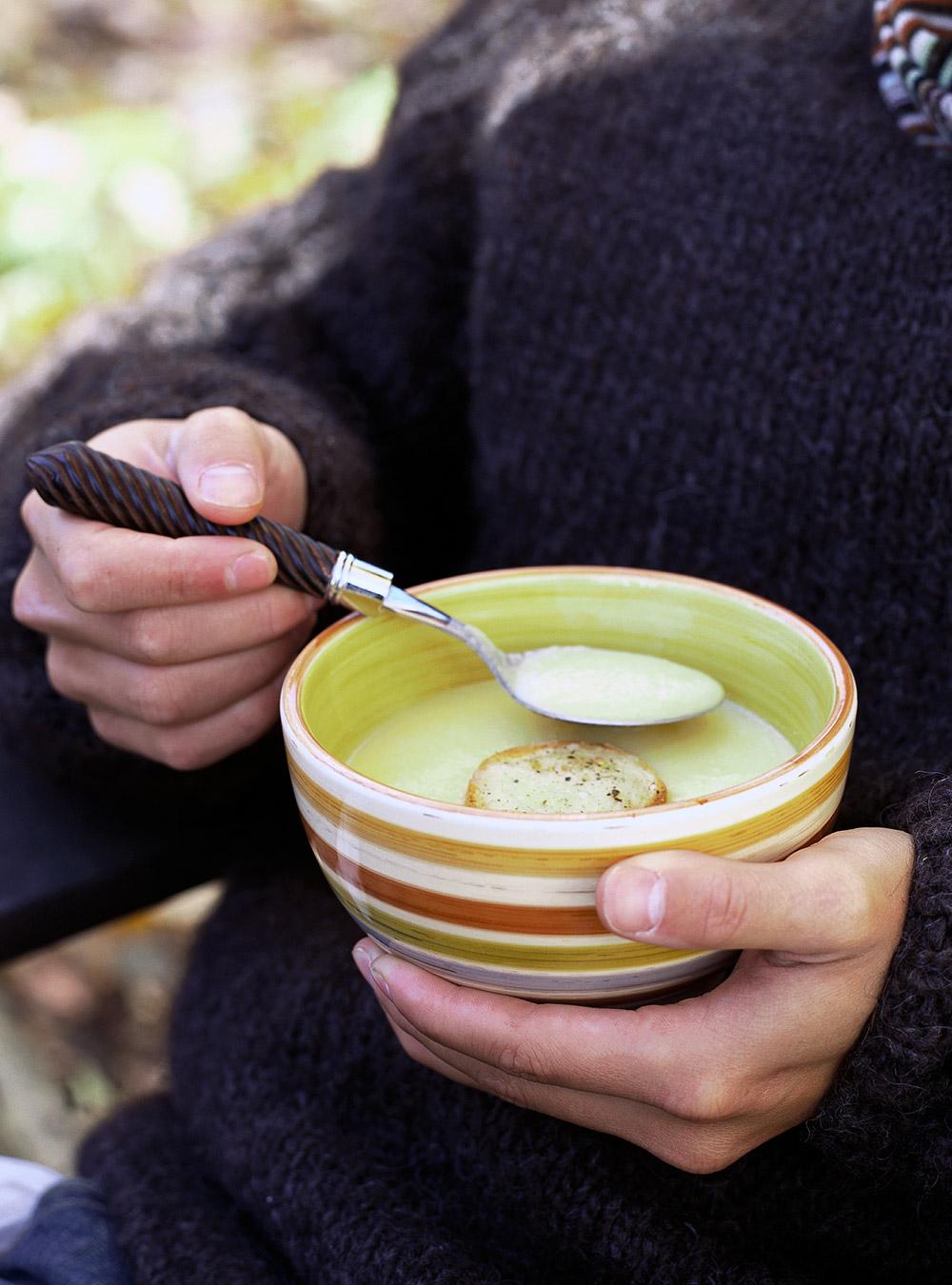 Crème de chou-fleur cheddar aux pommes | ricardo