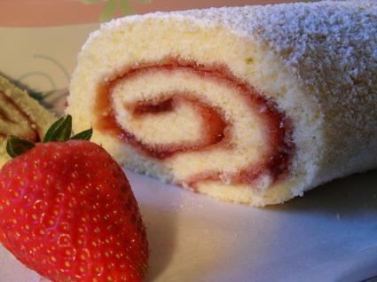 Recette de roulé à la confiture de fraises au kirsch