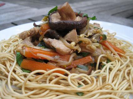Recette de poêlée chinoise au poulet, légumes et soja