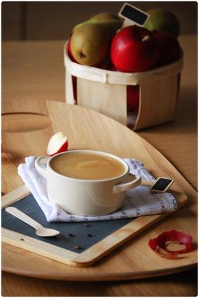 Recette de compote pommes-poires, miel et vanille