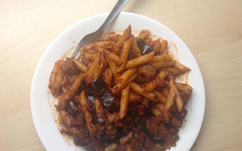 Recette pasta sauce tomate aubergine conomique et rapide recette - Cuisiner aubergine rapide ...