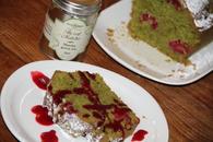 Recette de cake émeraude au thé vert matcha et aux framboises