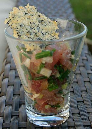 Recette de tartare de thon, tuile parmesan-pavot
