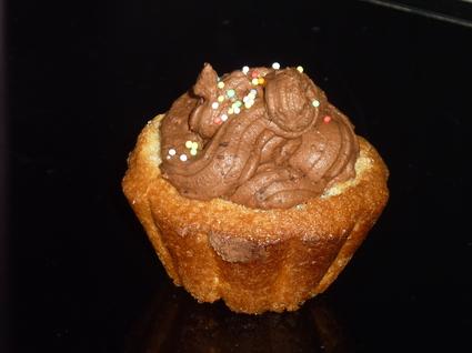 Recette de cupcakes à la vanille et chantilly au chocolat