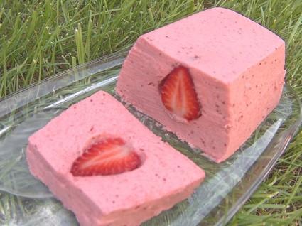 mousse de fraises et coulis de fraises la recette facile. Black Bedroom Furniture Sets. Home Design Ideas