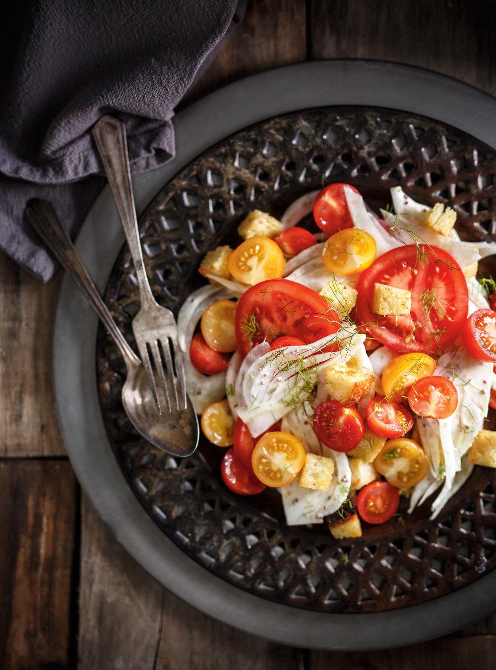 Salade de tomate, de fenouil et de croûtons | ricardo