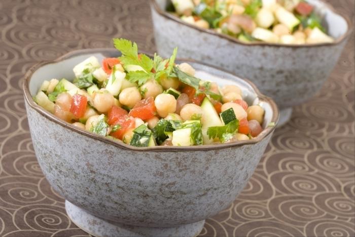 Recette de salade de pois chiches aux légumes frais facile et rapide