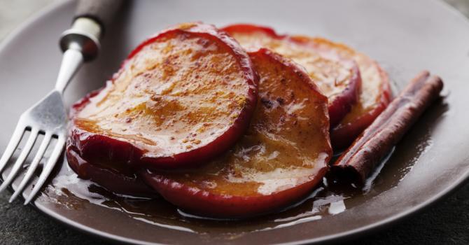 Recette de pommes poêlées au miel et à la cannelle