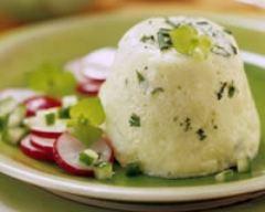 Recette timbale de concombre aux herbes et radis en salade