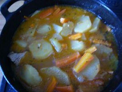 Recette de tajine d'agneau, pommes de terre et carottes