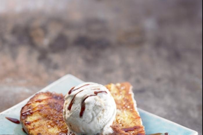 Recette de pain perdu, glace vanille et sauce caramel facile et rapide