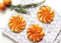 Recette de tartelettes aux abricots, chèvre, miel et romarin