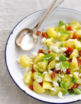 Salade à emporter de pommes de terre primeurs à la grecque pour ...