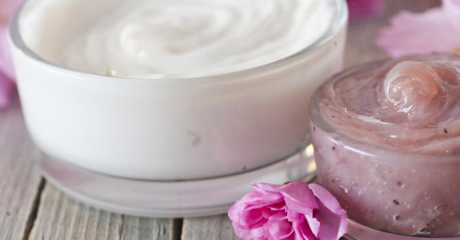 Recette de crème anti-âge à l'huile essentielle de bois de rose