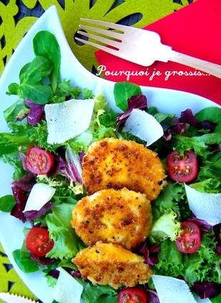 Recette de salade mêlée, tomates, parmesan & mozzarella panée ...