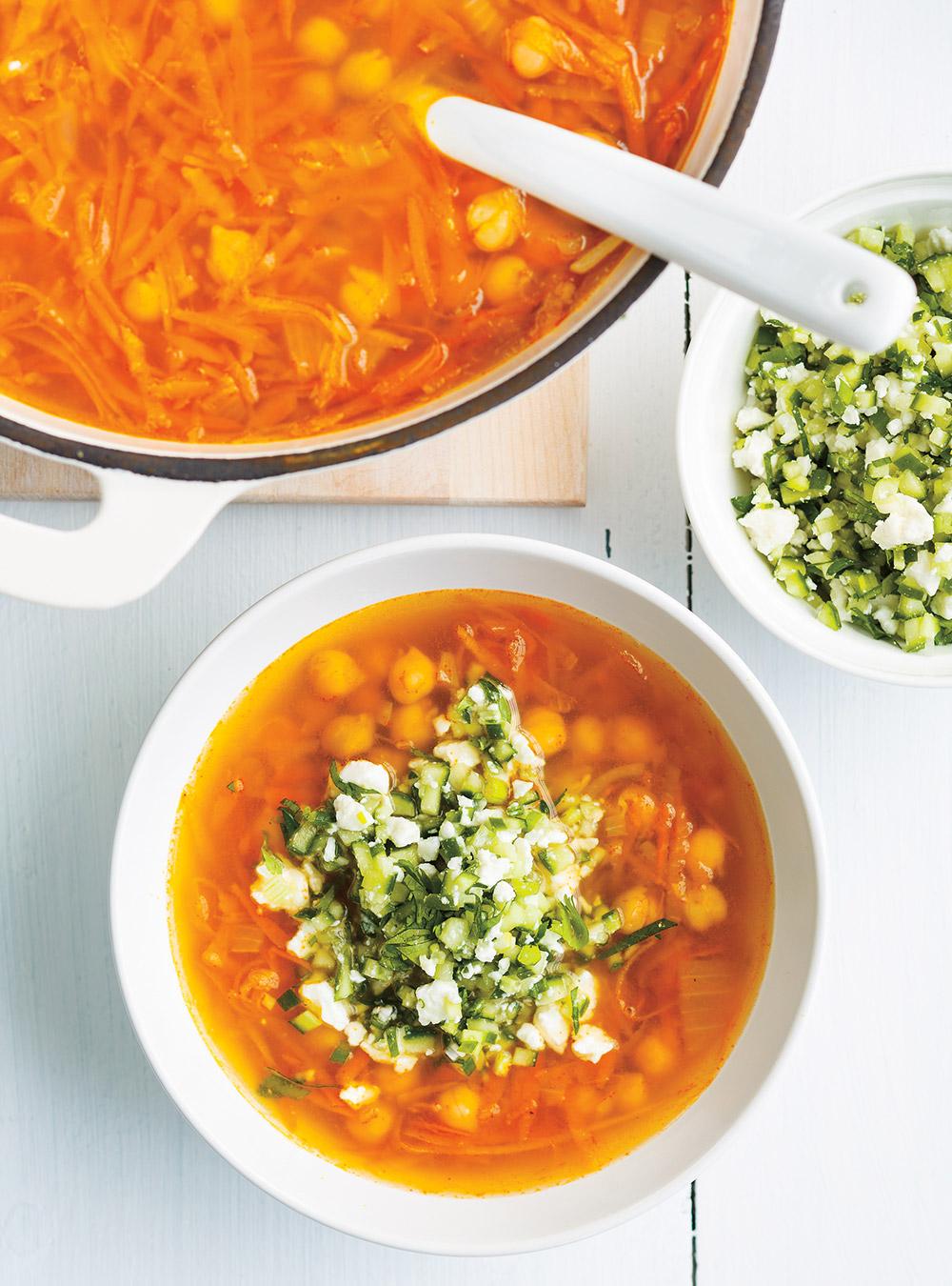 Soupe aux pois chiches et aux légumes racines | ricardo