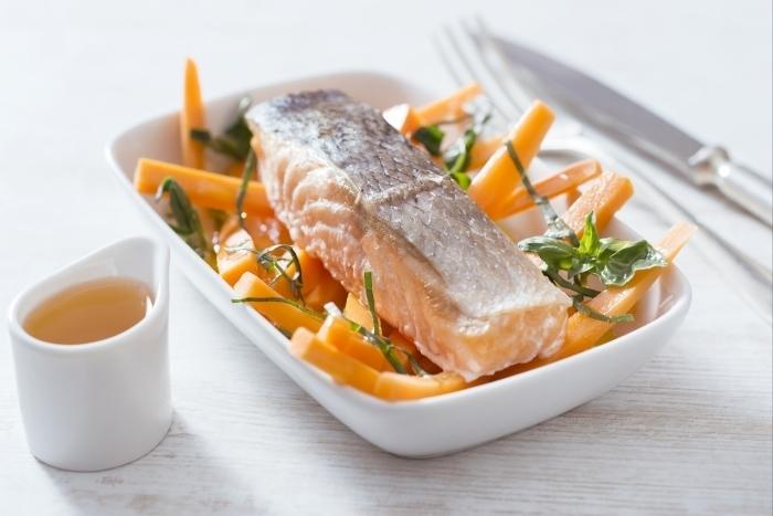 recette de saumon poch au lait et pices pur e de carottes au recette. Black Bedroom Furniture Sets. Home Design Ideas