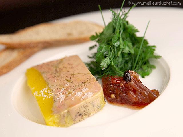 Terrine de foie gras mi-cuit et son chutney d'échalotes et raisins  la ...