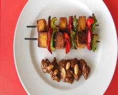 Recette brochettes de tofu et poivrons avec sauce aux arachides