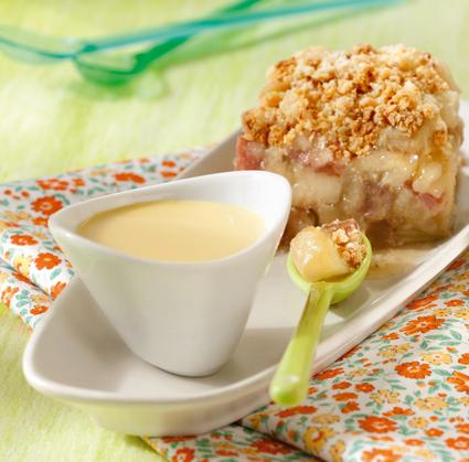 Recette de crumble pomme-rhubarbe et sa crème anglaise