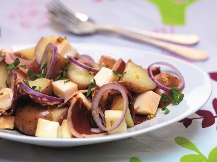 Recette de salade de pommes de terre au reblochon et magret de ...