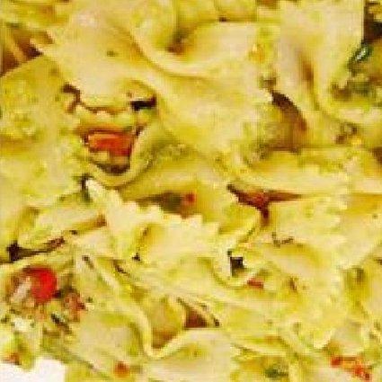 Recette de salade de pâtes aux tomates, basilic et parmesan