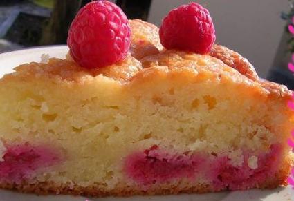 Recette de gâteau fondant aux amandes et framboises