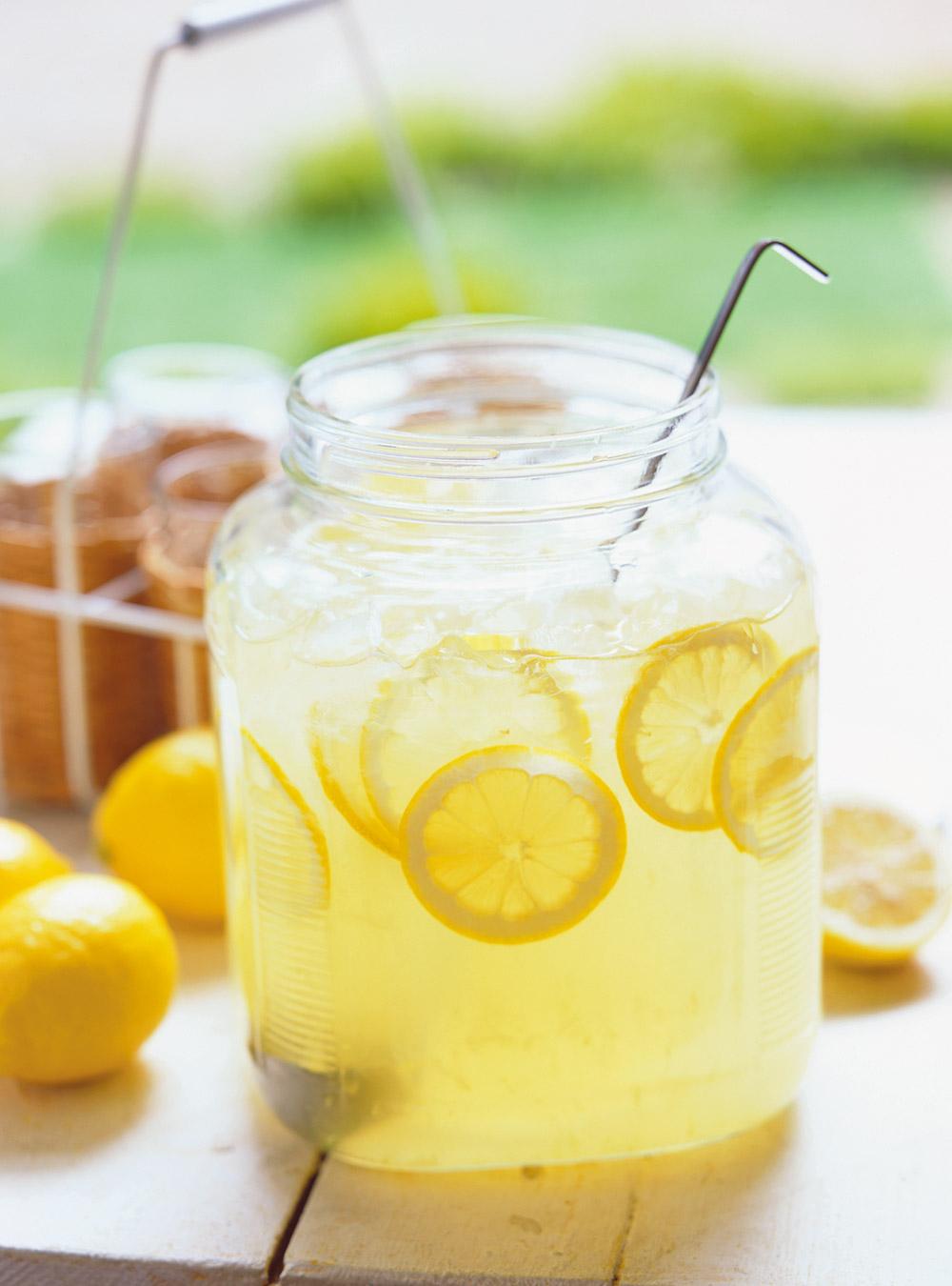 recette de boisson nergisante au citron recette. Black Bedroom Furniture Sets. Home Design Ideas