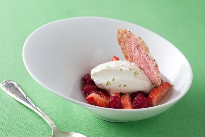 Recette de nage de fraises et framboises au thé jasmin, mousse ...