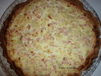 Recette de tarte aux pommes de terre, jambon et trois fromages