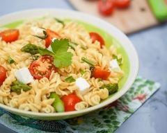 Recette salade de torsettes aux asperges, tomates confites et feta