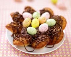 Recette nid de pâques aux madeleines et son cœur de mousse au ...