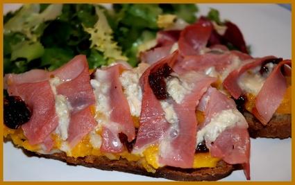 Recette de tartine au potiron, gorgonzola et jambon cru