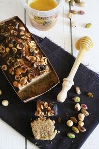 Recette de cake financier au miel, noisettes et pistaches