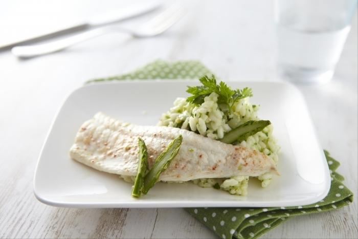 Recette de filet de sole au four, risotto d'asperges vertes et pistou ...