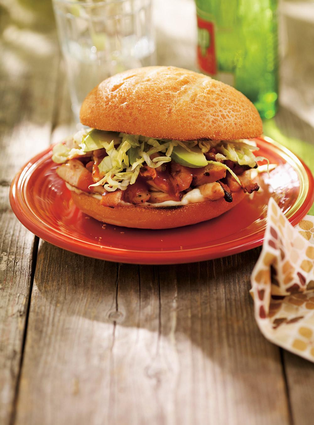 Burgers au poulet barbecue | ricardo
