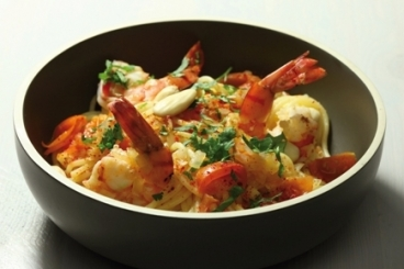 Recette de spaghetti épicés, gambas et coriandre fraîche facile et ...