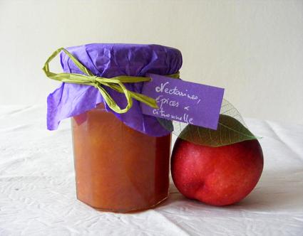 Recette de confiture de nectarines, épices et citronnelle