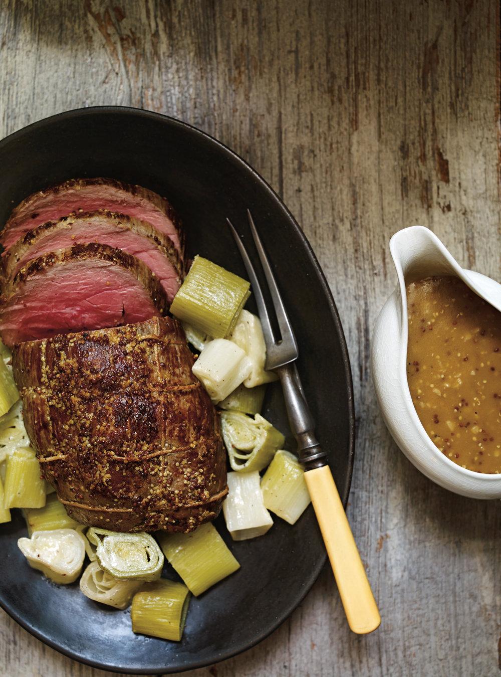 Rôti de veau à la moutarde et aux poireaux | ricardo