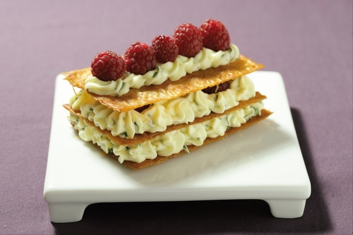 Recette de mille-feuille aérien, crème citron-basilic et framboises ...