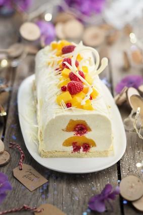 Recette de bûche semi-glacée au chocolat blanc et cœur de fruits ...