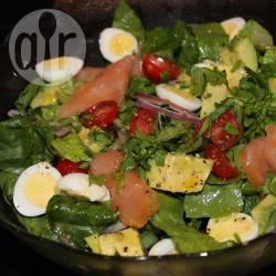 Recette salade verte au saumon fumé et aux œufs de caille ...